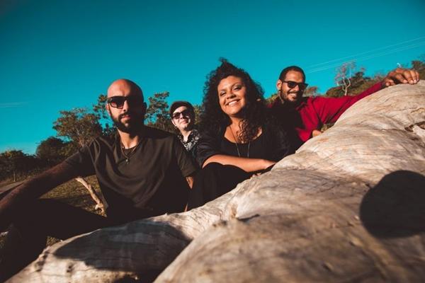 Grupo Haynna e os Verdes faz show especial para comemorar o lançamento do primeiro disco (Thaís Mallon/Divulgação)