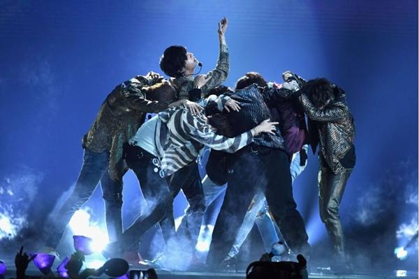 Documentário traz imagens exclusivas da turnê 'Wings' da banda de K-pop BTS (Ethan Miller/Getty Images/AFP)