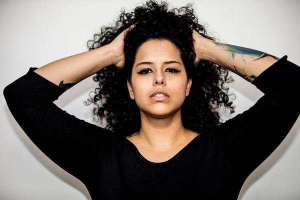 Cantora brasiliense Moara (Thaís Mallon/Divulgação)
