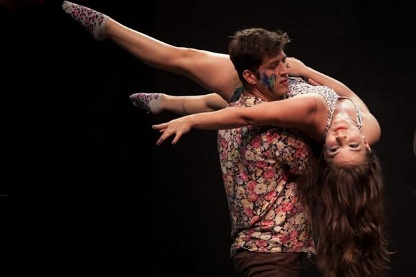 O espetáculo terá cenas com vertente circense e teatral ( Lívia Bennet/Divulgação)