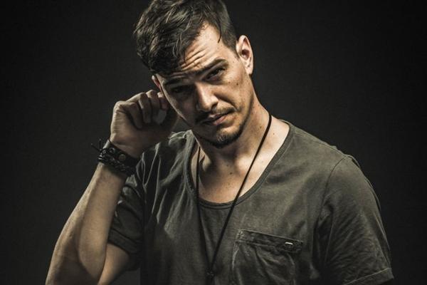 O DJ FractaLL agita a balada My House ( My House/Divulgação )