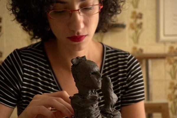 Julia Gonzales é uma das artistas apresentando o trabalho na feira (Manu Santos/Divulgação)