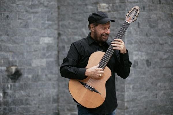 João Bosco deve cantar, entre outras, O bêbado e a equilibrista (Flora Pimentel/Divulgação)