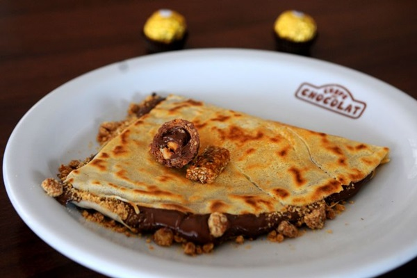 Crepe Ferrero, feito de creme de avelã com cacau, crocante de castanha de caju e chocolate Ferrero do Crepe au Chocolat (Bruno Peres/CB/D.A Press)