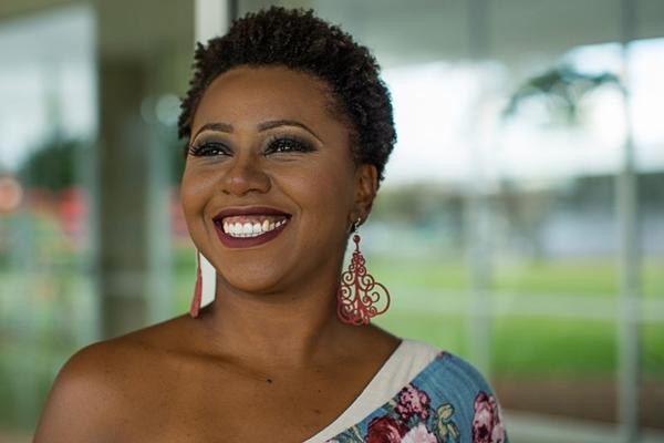 O projeto 'Tom das pretas' recebe a cantora Cris Pereira (Guto Martins/Divulgação)
