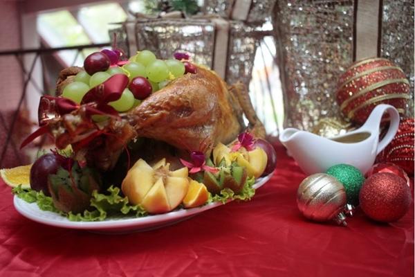 O peru do Quitinete pesa entre 7 e 8 quilos e vem recheado com farofa (Ana Rayssa/Esp. CB/D.A. Press  )