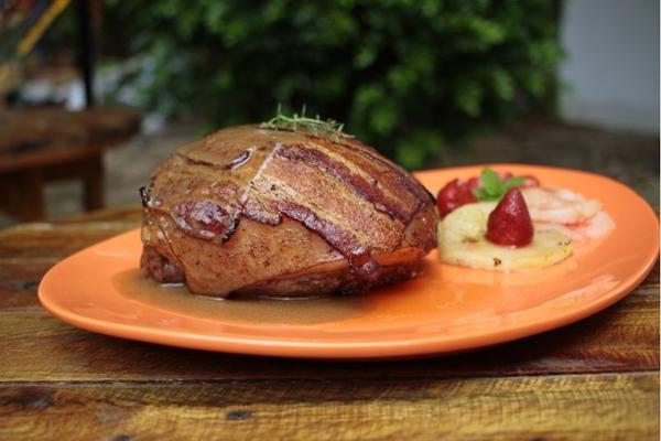 O pernil é um dos destaques da ceia oferecida pelo Eu Chef (Ana Rayssa/Esp. CB/D.A)