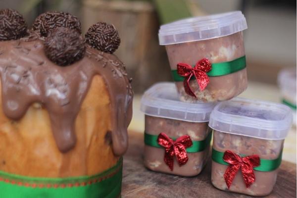 O personal chef Paulo Lima preparou chocotones e bolos de pote para encomenda (Barbara Cabral/Esp.CB/DA.Press)