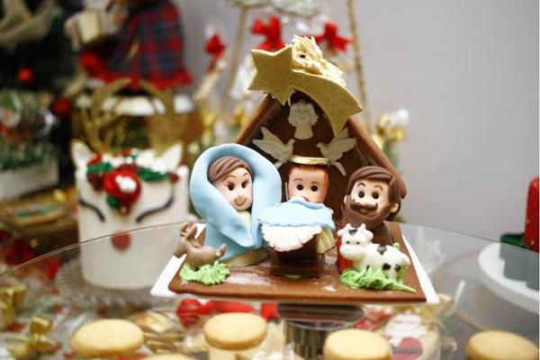 O presépio é feito com biscoito e chocolate e dura até janeiro (Ana Rayssa/Esp. CB/D.A Press)