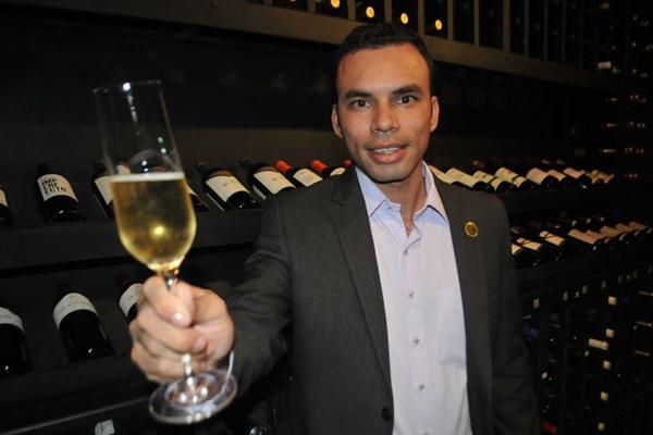 Dica do especialista é escolher um vinho que não seja mais forte, nem mais fraco que o prato (Helio Montferre/Esp. CB/D.A Press)