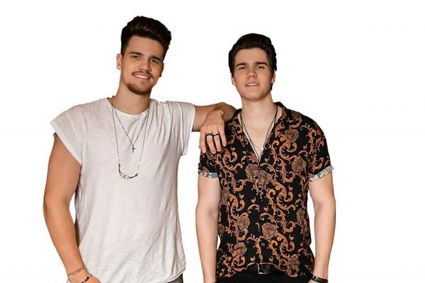 Os irmãos gêmeos da dupla Breno e Caio César fazem parte da nova geração do sertanejo  (Som Livre/Divulgação)