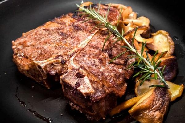 Norton Grill é uma das opções com gastronomia especializada (Victor André/Divulgacao)
