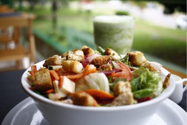 No Maori, o cliente pode montar a própria salada (Ana Rayssa/Esp. CB/D.A Press)
