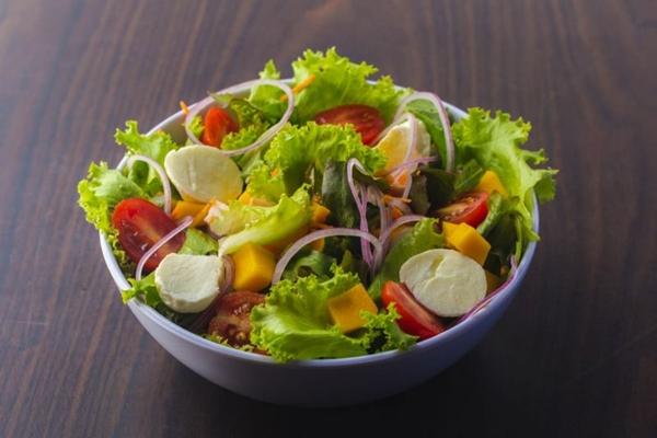 A salada é apenas uma das diversas opções leves e saudáveis do restaurante Cesar%u2019s Salad (Cesar's Salad/Divulgação)
