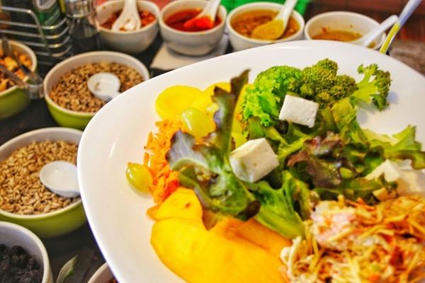 O bufê do restaurante Green%u2019s é rico em grãos e saladas (Green's/Divulgação)