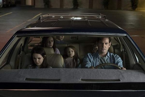 Os Crains enfrentam o terror em 'A maldição da residência Hill' (Steve Dietl/Netflix)