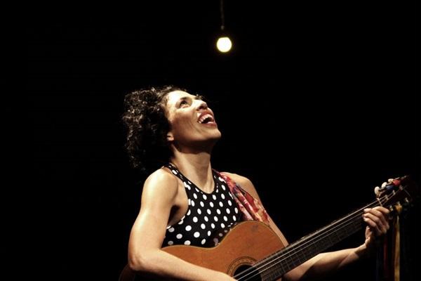 Maíra de Oliveira volta ao Espaço Cultural Renato Russo, onde o Esquadrão da Vida começou a carreira (Ico Oliveira/Divulgação)
