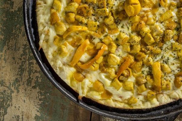 Pizza de pequi do restaurante D'Lurdes - Delícias de Minas. (Henrique Ferrera/Divulgação)