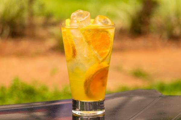 Drinque de tangerina e água de coco teria sido preparado por Madonna (Thiago Rodrigues/Divulgação)