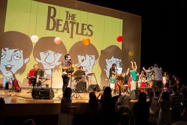 O repertório do show tem faixas como 'She loves you' e 'Love me do'  (Beatles para Crianças/Divulgação)