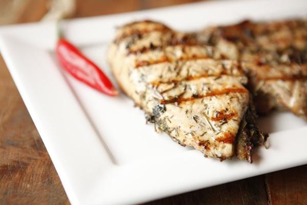 O frango preparado na parrilla é um dos sucessos do Toro (João Teles/Divulgação)