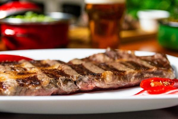 Além da boutique de carnes, a Brace abriga restaurante (Fernando Pires/Divulgação)