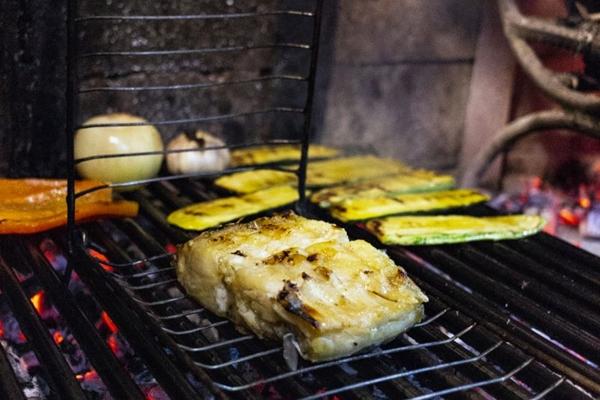 No Figueira da Villa, o bacalhau é assado na parrilla, com legumes  (Vinicius Cardoso Vieira/Esp. CB/D.A Press)