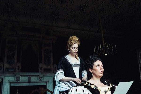 As atuações femininas são arrebatadoras em 'A favorita' (Fox Filmes/Divulgação)