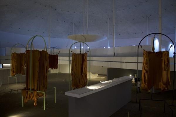 Em Colônia, materiais como goma e algodão dão suporte às artes plásticas  (Homero Carrasco/Divulgação)