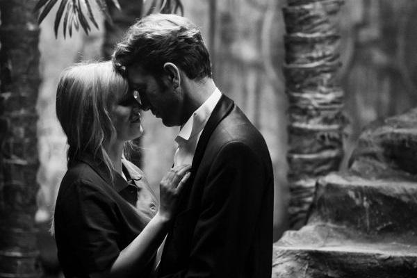 Wiktor (Tomasz Kot) e Zula (Joanna Kulig) formam par romântico em 'Guerra fria'. (Opus Film/Divulgação)