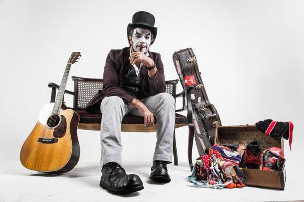 Fernando Anitelli mescla música com histórias e busca a aproximação do público (Arquivo Pessoal/Divulgação)