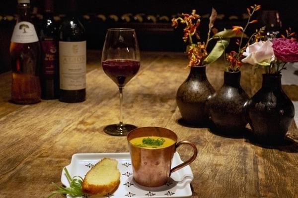 A entrada de gaspacho andaluz promete harmonização com os vinhos do Grand Cru (Vinicius Cardoso Vieira/Esp. CB/D.A Press)