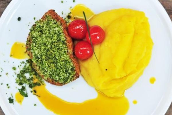 A pescada-amarela na crosta verde ao molho de cagaita e purê de batata-baroa é uma das opções de prato principal do Bla's (Maurício Araújo/Divulgação)