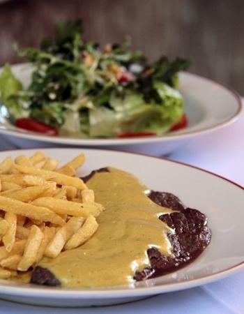 O L'Entrecôte de Paris tem apenas um prato no menu (Ana Rayssa/Esp. CB/D.A Press)