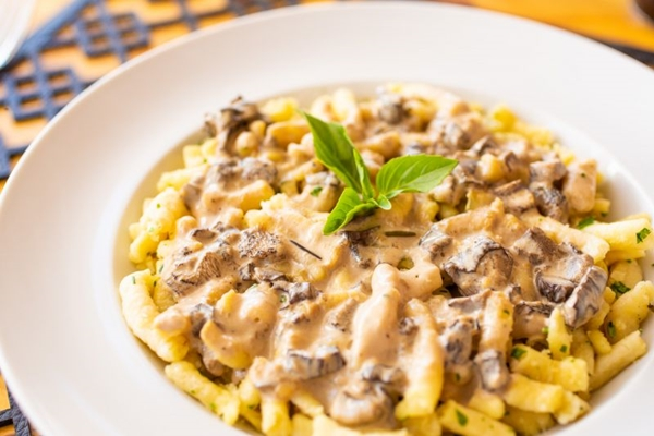 O Spatzli, massa com molho de cogumelos, é uma boa pedida na Berlim Pães (Gui Teixeira/Divulgação)