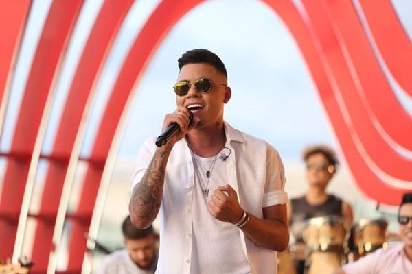 Felipe Araújo está no topo das paradas com faixas como 'Atrasadinha' e 'Chave cópia' (Universal Music/Divulgação)