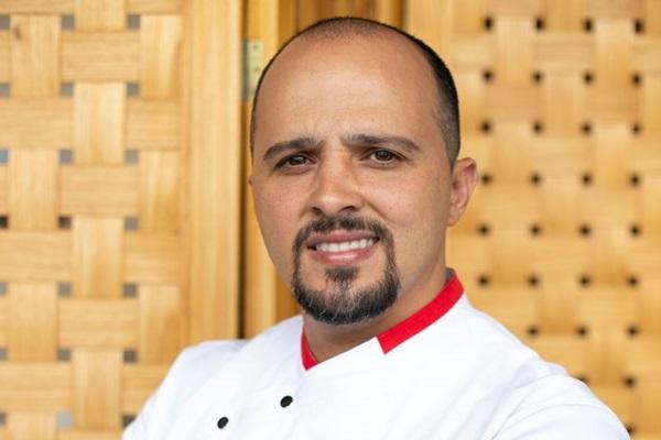 Rony Peterson indica que a carne de porco seja marinada para garantir a maciez (Rayan Ribeiro/Divulgação)