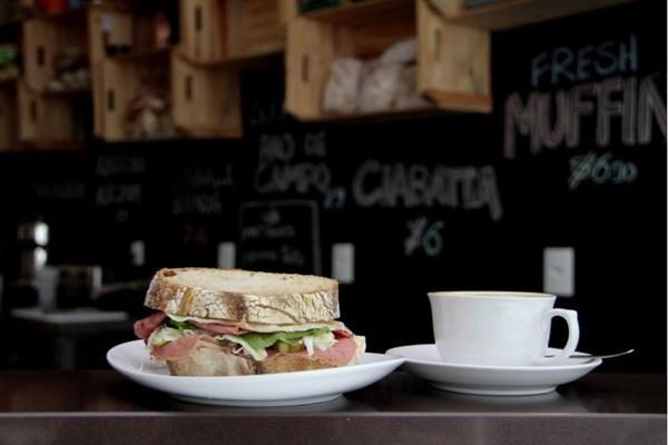 Sanduíche de pastrami, do Dylan Café (Ana Rayssa/Esp. CB/D.A Press)