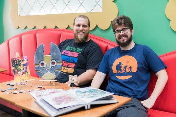 Lucas Cangussu e Henry Schumann fazem parte da equipe que lançará o quadrinho Flyp no Baconmix Geek Day (Thiago Bueno/Divulgação)