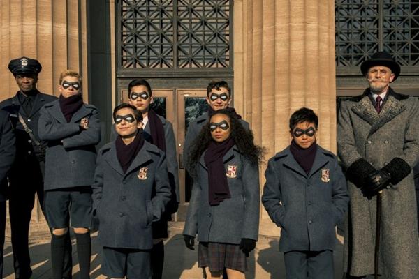 The Umbrella Academy tem roteiro adaptado de HQ de Gabriel Bá (Christos Kalohoridis/Divulgação)