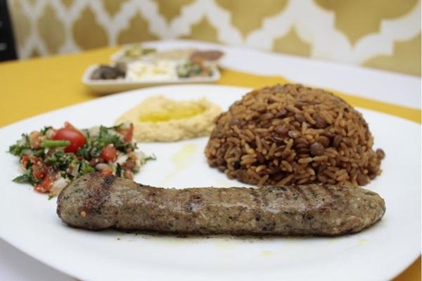 Kafta, arroz com lentilha, homus e tabule do Árabe Gourmet (Ana Rayssa/Esp. CB/D.A Press)