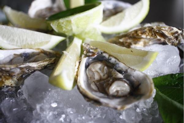 As ostras chegam toda sexta-feira no Soho (Ana Rayssa/Esp. CB/D.A Press)