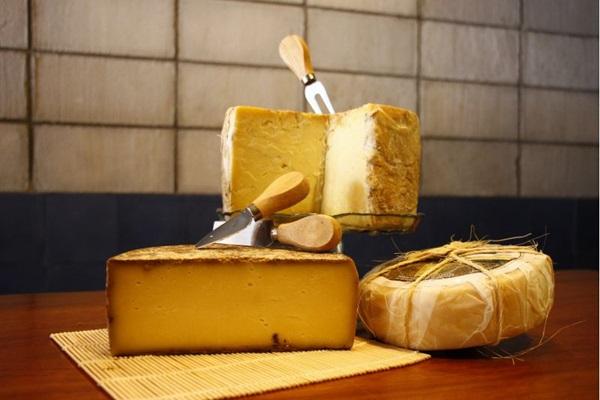 Os queijos feitos com leite cru não perdem no sabor e continuam saudáveis (Vinicius Cardoso Vieira/CB/D.A Press)