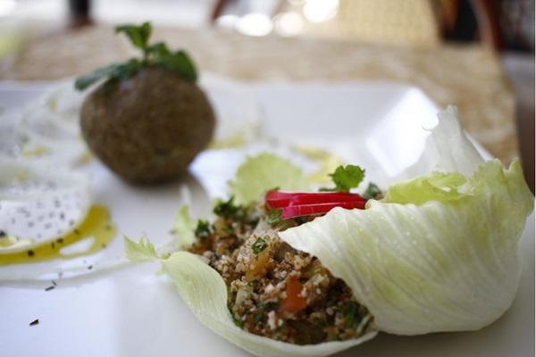 O quibe cru da casa é temperado com um blend de temperos que garante sabor diferenciado (Ana Rayssa/Esp. CB/D.A Press)