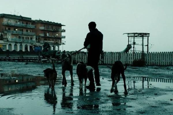 A violência bestial é tema de 'Dogman', filme italiano premiado em Cannes (Reprodução/Internet)
