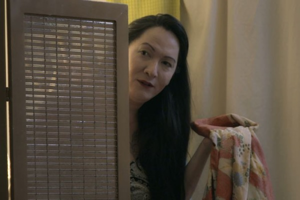 A atriz Julia Katharine está no centro das atenções em 'Lembro mais dos corvos' (Reprodução/Internet)