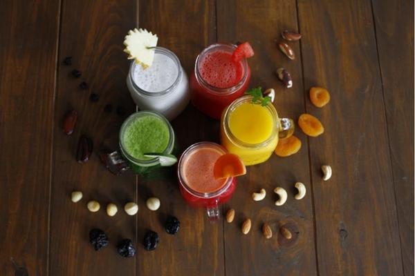 Os sucos mantêm a hidratação, enquanto as castanhas podem servir de lanche  para a festa (Ana Rayssa/Esp. CB/D.A Press)