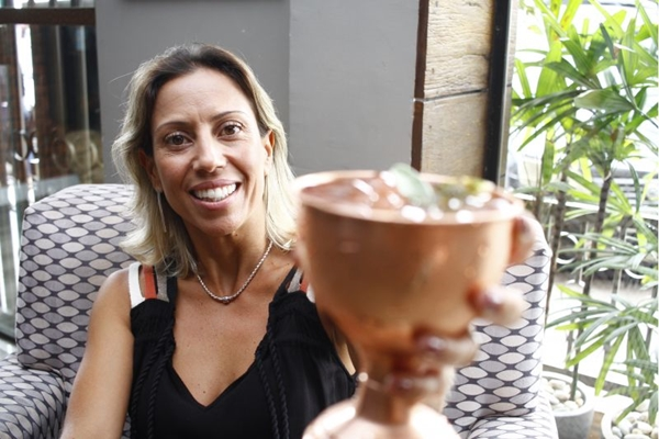 Fabiana cozinha apenas em casa, mas não abre mão de buscar por novidades para o Rapport Cafés Especiais e Bistrô (Ana Rayssa/Esp. CB/D.A Press)