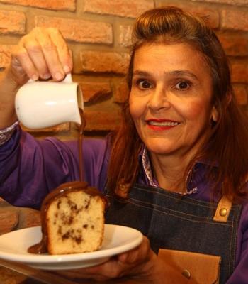 O bolo formigueiro é uma das receitas favoritas da clientela (Barbara Cabral/Esp. CB/D.A Press)