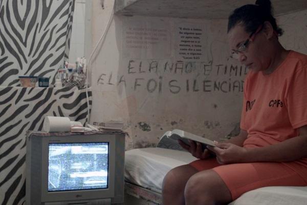 Estreantes, os diretores Maria Carolina da Silva e Igor Souza localizaram o enredo do documentário 'Diários de classe' na Bahia  (Igor Souza/Divulgação)
